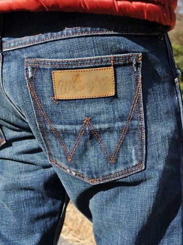 Penempatan Leather Patch di kantong belakang kanan