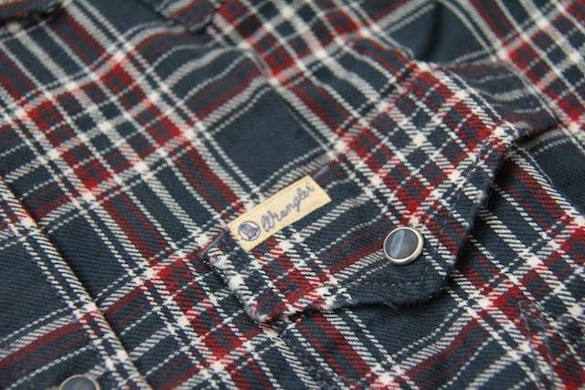 Detail kantong dengan label Wrangler